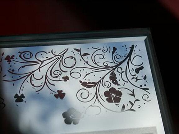 Spiegel mit Lasergravur
