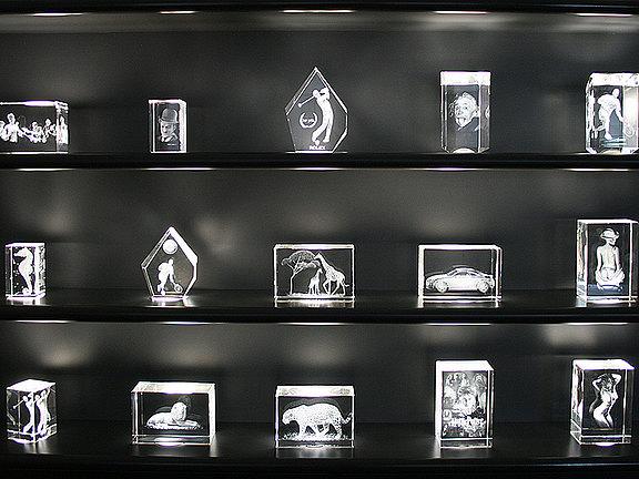 Kristallobjekte mit Lasergravuren