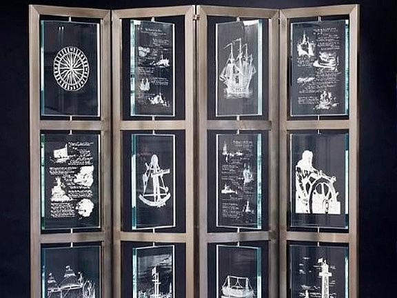 Glaswand mit Laser-Design